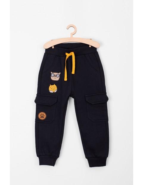 Spodnie niemowlęce dresowe kieszeniami