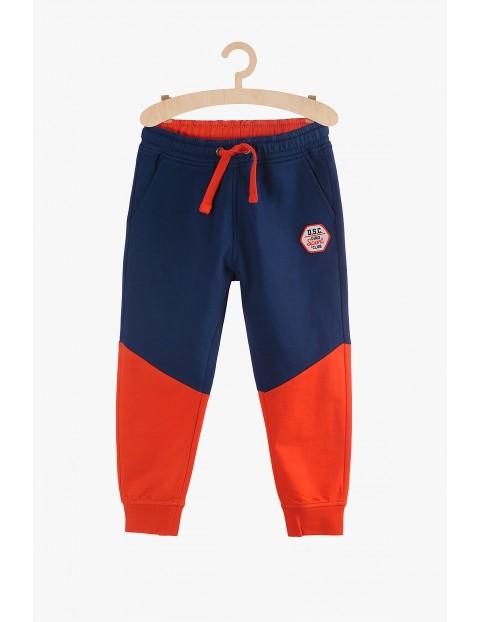 Spodnie dresowe chłopięce granatowo-czerwone