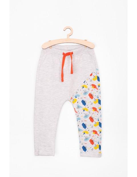 Spodnie dresowe dla niemowlaka-kolorowa nogawka