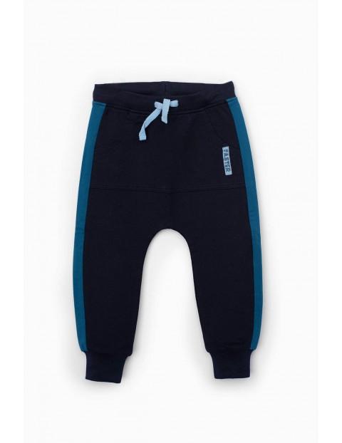 Granatowe spodnie dresowe niemowlęce