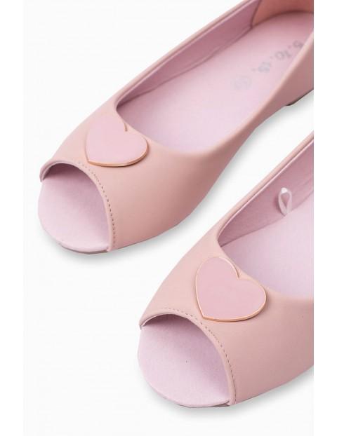 Różowe balerinki dziecięce z serduszkiem