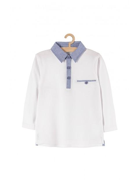 Biała bluzka z długim rękawem i kołnierzykiem