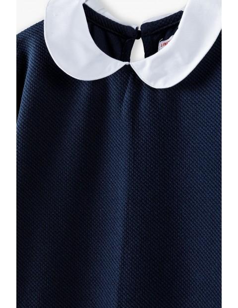 Granatowa sukienka z białym kołnierzykiem