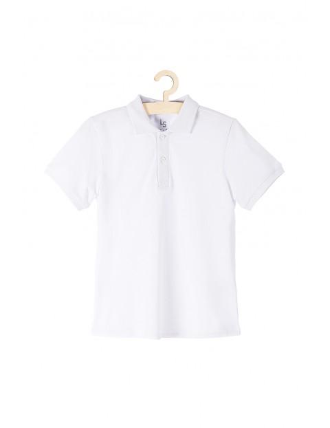 Biała koszulka chłopięca z kołnierzykiem