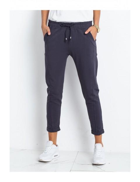 Spodnie dresowe damskie 7/8 nogawka - granatowe