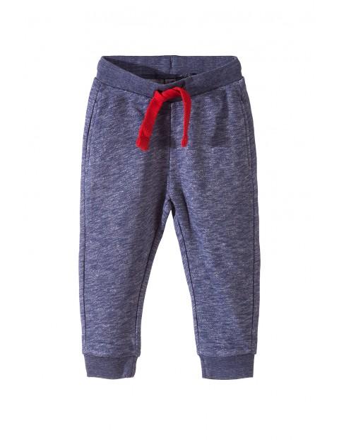Spodnie dresowe chłopięce 1M3431