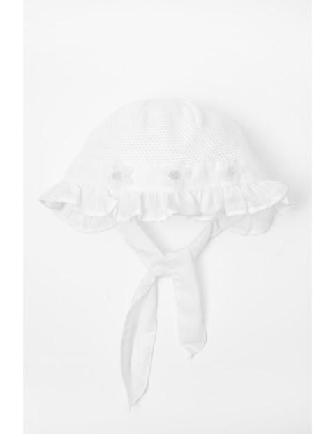 Czapka niemowlęca na lato- biała wiązana pod szyją