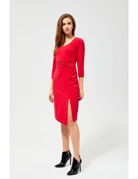 Czerwona sukienka damska z marszczeniem