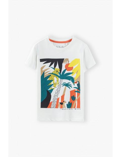 T-shirt chłopięcy w kolorze białym z tropikalnym nadrukiem