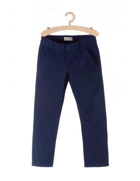 Spodnie chłopięce granatowe o klasycznym kroju