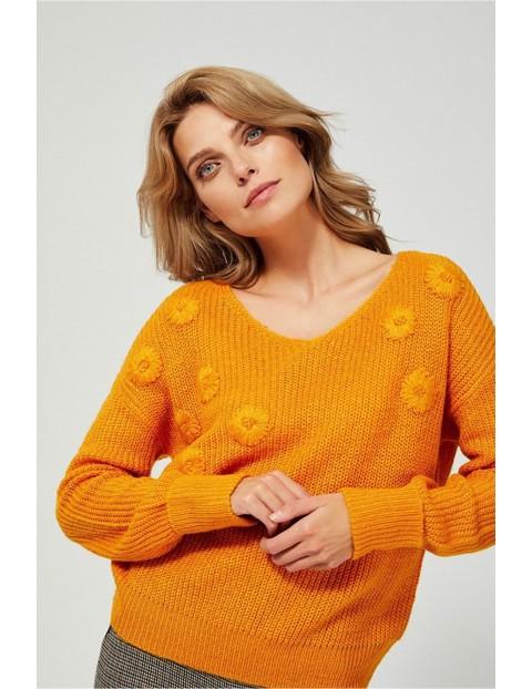 Sweter damski z dekoltem w serek - musztardowy