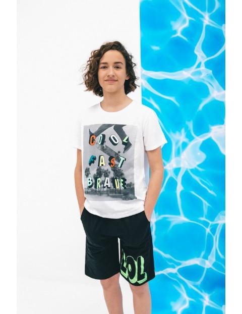 T-shirt chłopięcy w kolorze białym z nadrukiem