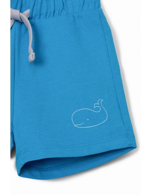 Niebieskie szorty niemowlęce z wielorybem