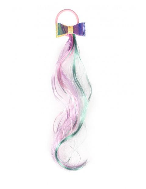 Gumka do włosów z kolorowymi włosami