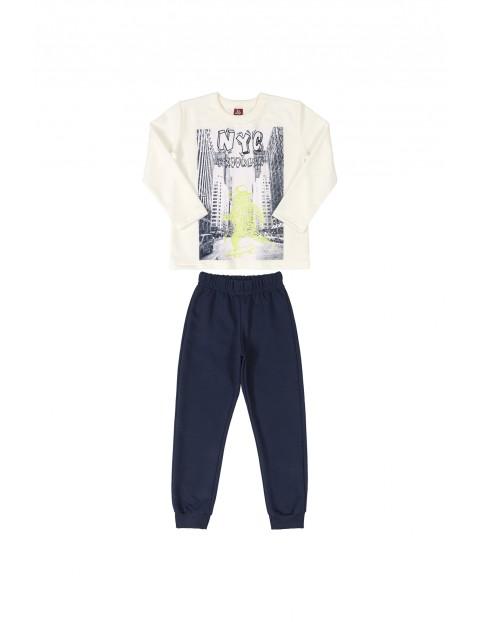 Komplet chłopięcy z nadrukiem- bluzka i spodnie dresowe