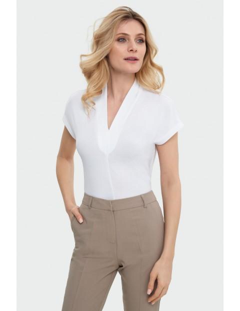 Elegancka dzianinowa bluzka biała z głębokim dekoltem