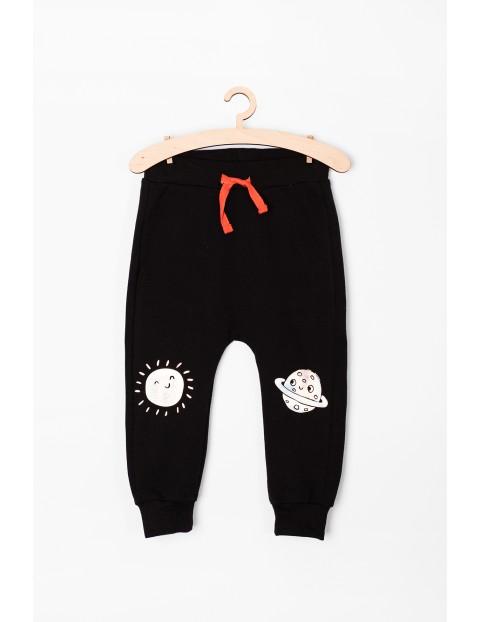 Spodnie niemowlęce z kosmicznymi nadrukami