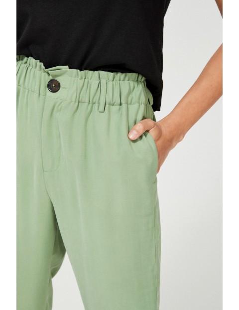 Oliwkowe spodnie damskie typu baggy