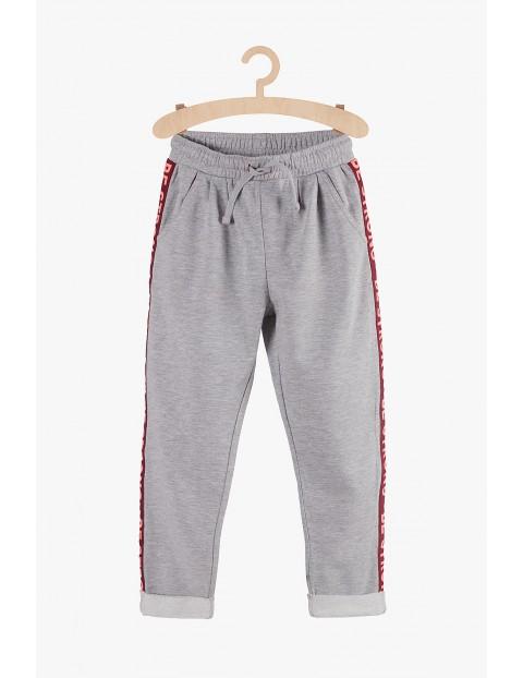 Dresowe spodnie dla dziewczynki- szare z lampasami