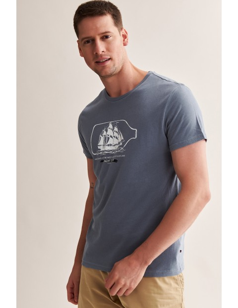 Bawełniany t-shirt męski z motywem morskim - niebieski