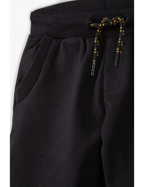Bawełniane spodnie dresowe chłopięce w kolorze czarnym