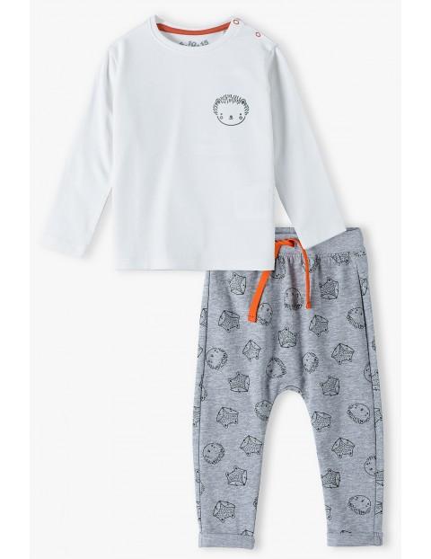 Komplet niemowlęcy bluzka i spodnie dresowe