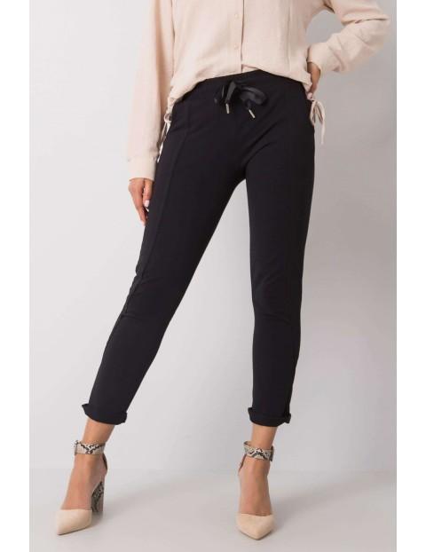 Spodnie dresowe damskie - 7/8 nogawka - czarne