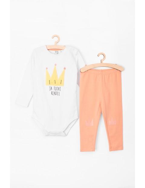 Komplet  ubrań dla niemowlaka leginsy i body z napisem Ja tu rządzę