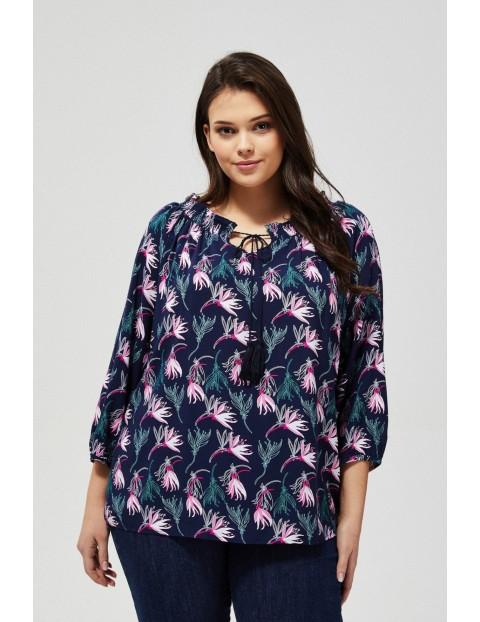Granatowa wiskozowa koszula damska w kwiaty z marszczeniem i wiązaniem przy dekolcie