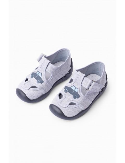 Buty dla dziecka- szare a samochodami