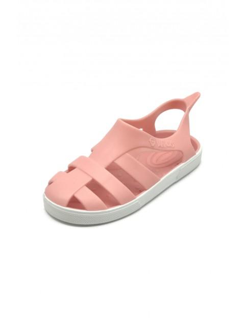 Różowe pudrowe sandałki dziewczęce