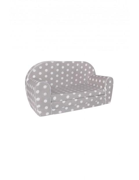 Szara sofa w białe kropki