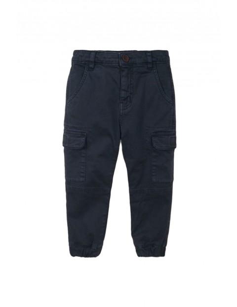 Spodnie chłopięce granatowe z kieszaniami