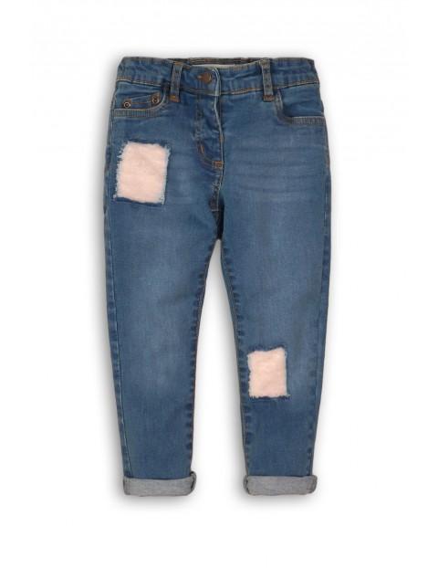 Spodnie jeansowe dla dziewczynki- niebieskie z łatami