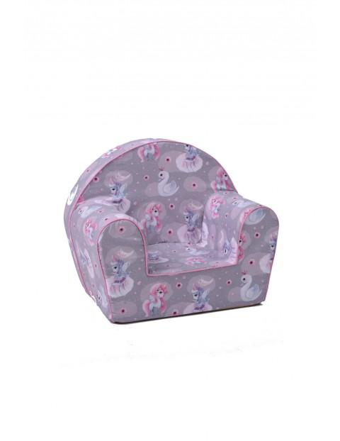 Fioletowy fotelik w jednorożce
