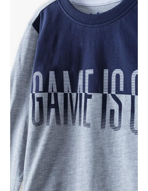 Bluzka chłopięca w kolorze szarym z napisem- Game is on