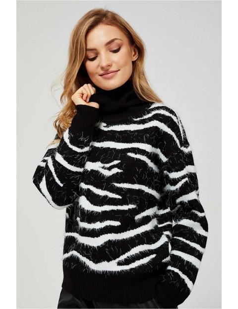 Sweter damski z golfem- motyw zwierzęcy