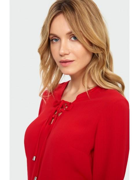 Bluzka damska czerwona z dekoracyjnym wiązaniem