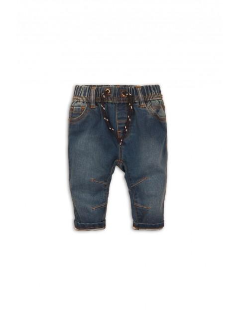 Niebieskie jeansy dla niemowlaka