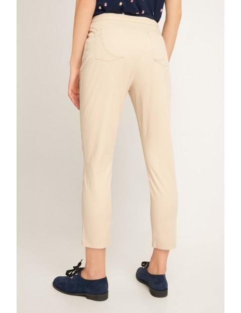 Beżowe długie spodnie z kieszeniami