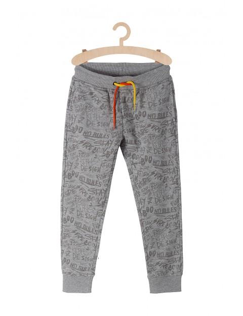 Spodnie dresowe szare z młodzieżowymi nadrukami