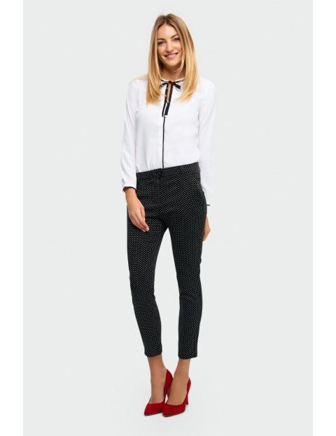 Czarne żakardowe dopasowane spodnie w białe kropki