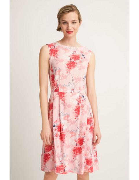 Różowa, damska sukienka na lato w kwiaty