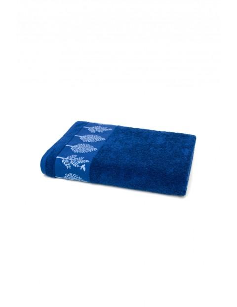Bawełniany chłonny ręcznik w kolorze granatowym o wymiarach 70x140 cm