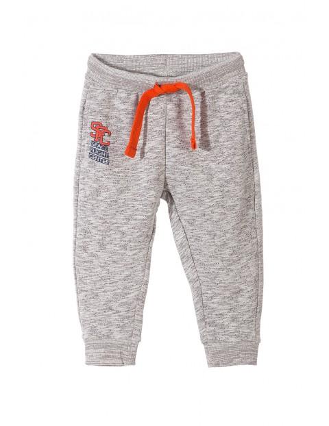 Spodnie dresowe dla chłopca 1M3333