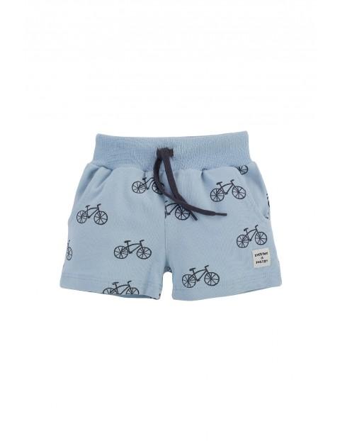 Spodenki krótkie chłopięce w kolorze niebieskim w rowerki