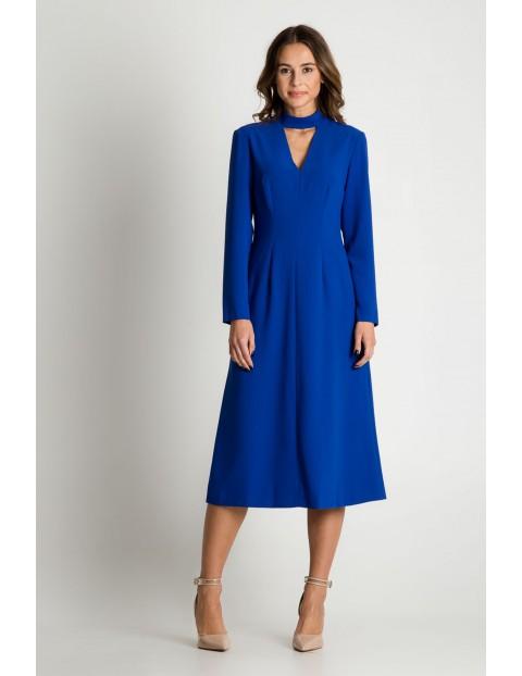 Sukienka za kolano w kolorze kobaltowym