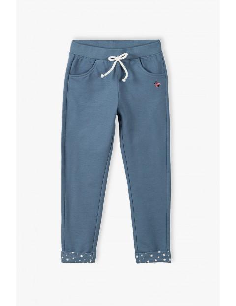 Spodnie dresowe granatowe z ozdobnymi mankietami