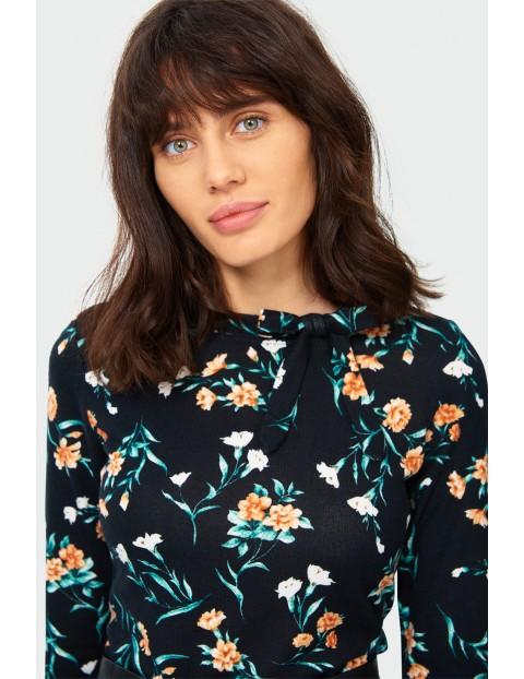 Sweter damski w kwiatki - czarny