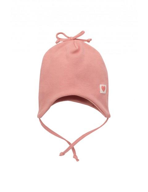 Czapka niemowlęca różowa wiązana pod szyją